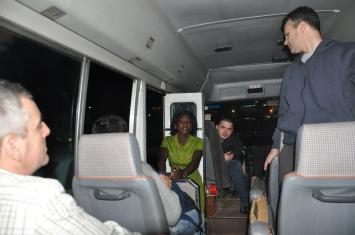 _6 din avion in buss