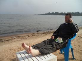 pe malul lacului Victoria1
